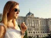 En la fachada del Palacio Real