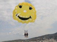 Ascenso en parasending amarillo