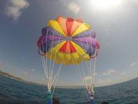 Sujetos al parasailing
