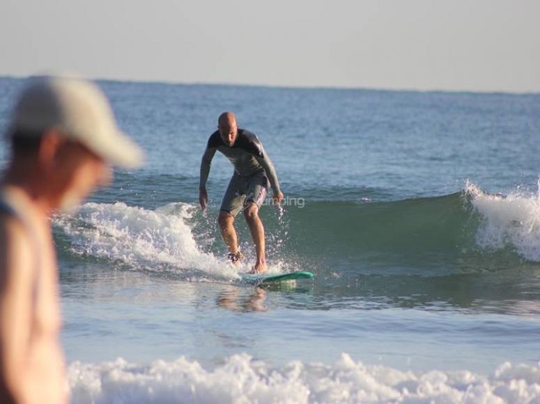 Aprendiendo surf de los mejores