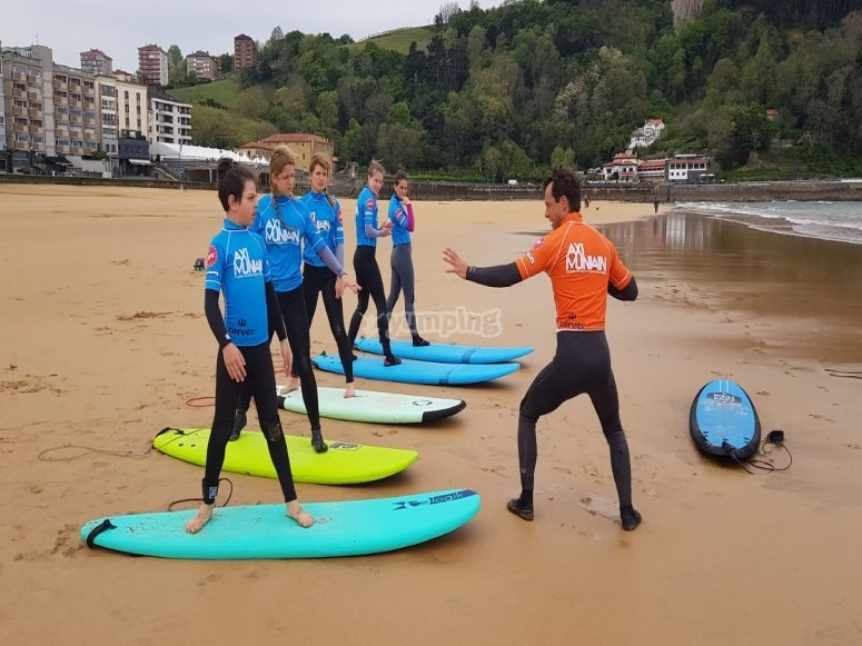 Cursos para aprender a hacer Surf Axi Muniain