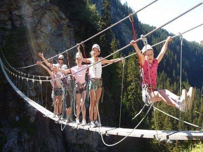 通过Ferrata启动比利牛斯山脉的特殊儿童