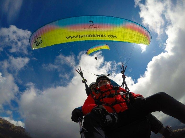 在阿格(Ager)滑翔伞