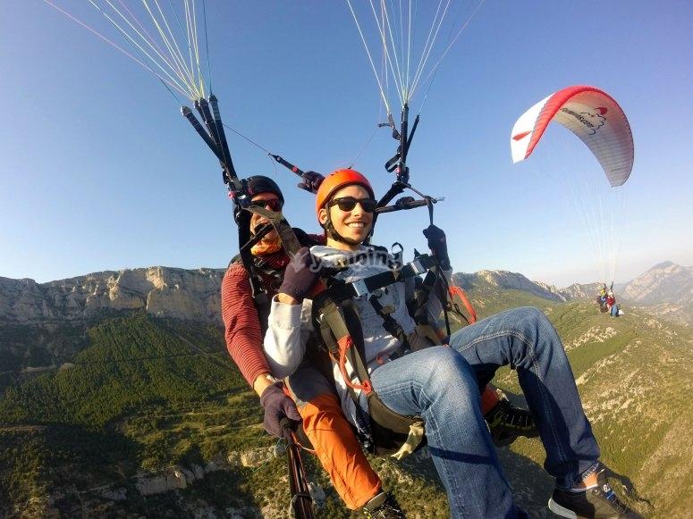在阿格谷(Ager Valley)飞翔