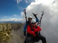 在诺格拉(Noguera)滑翔伞飞行两次