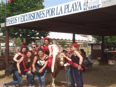 1h stag party horseriding in Laredo
