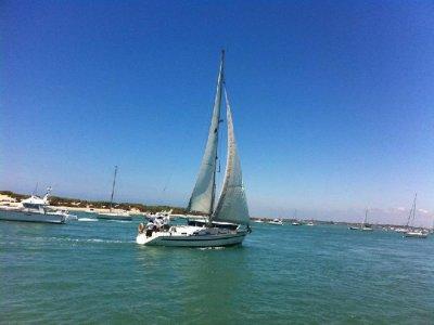 在加的斯或波多黎各进行3小时的帆船之旅