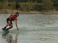 Inclinandose hacia el agua