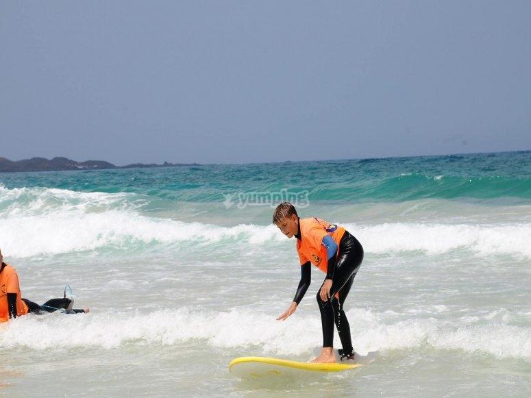 Dando una clase de surf