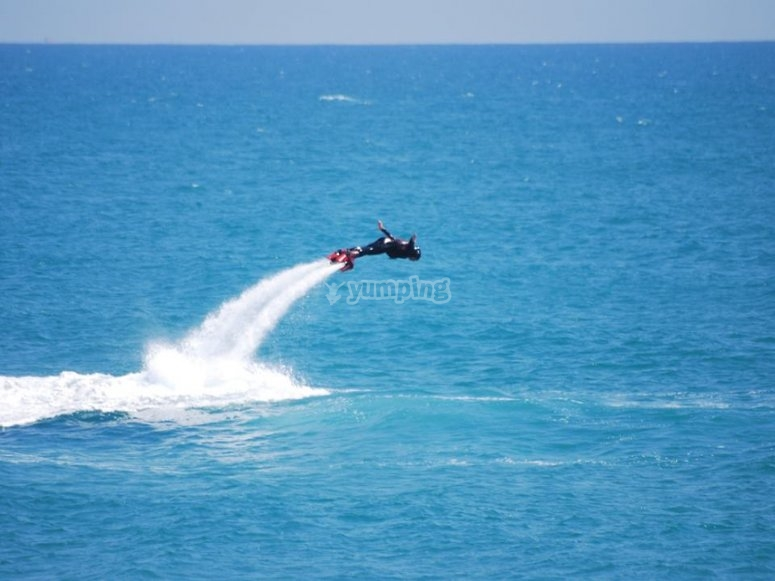 realizando flyboard