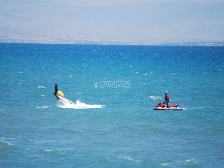 volando en el mar