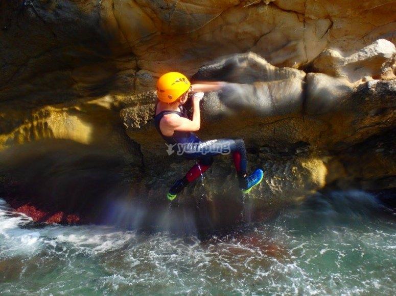 Subiendo por las rocas