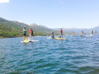 在Lozoya划桨冲浪和独木舟