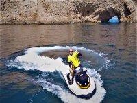 在Torroella出租摩托艇15分钟