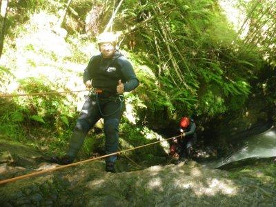 在Picos de Europa的III级溪降