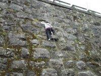 Escalando el muro artificial