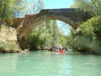 Navegando bajo el puente