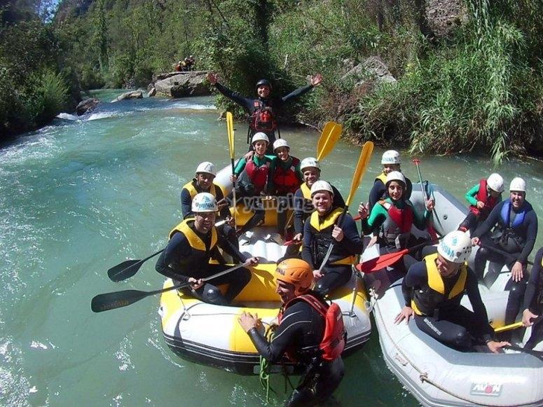 Balsas de rafting en rio Mijares
