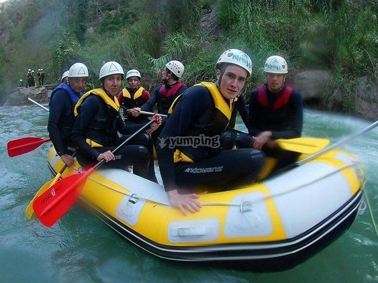 Practicando rafting en Montanejos