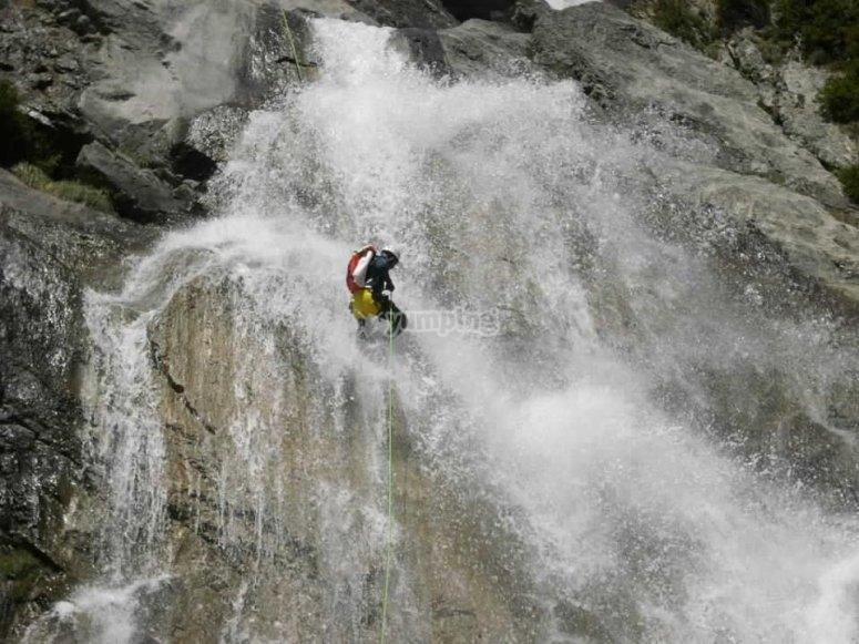 sobre la cascada