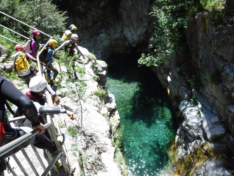 Poza de aguas cristalinas en barranco Os Lucas Orós