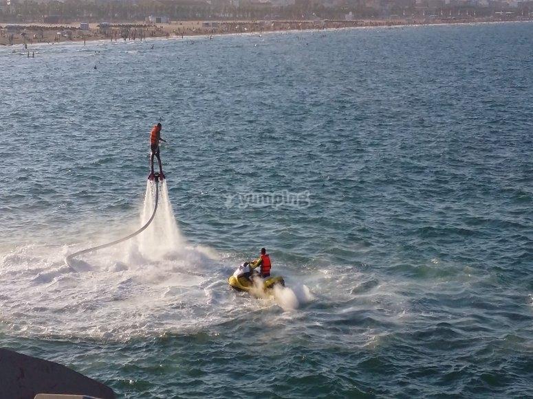 Flyboard nel vasto mare