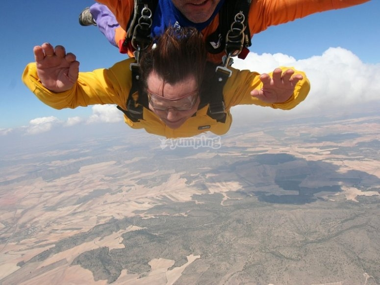 Free fall in skydiving in Ontur