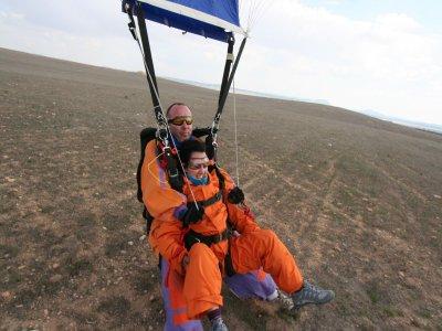 Salto básico en paracaidas en Ontur 3.300 metros