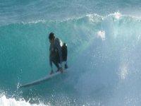 冲浪和波冲浪的人服用