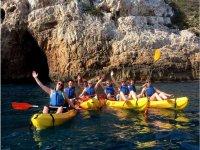 Percorso in kayak attraverso le grotte