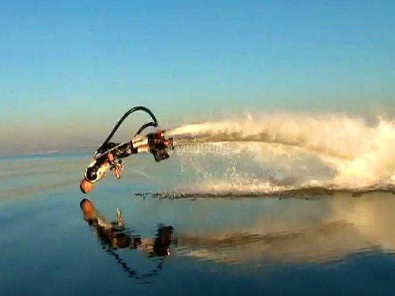 Entrando en el agua con el flyboard