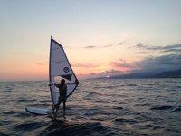 windsurf en atardecer