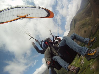 韦斯卡滑翔伞飞行开始的过程