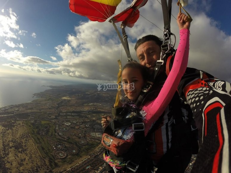 Descending with a parachute in Gran Canaria