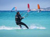 塔里法海岸的风筝冲浪
