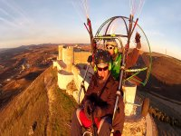 2014马德里标志滑翔伞飞越城堡