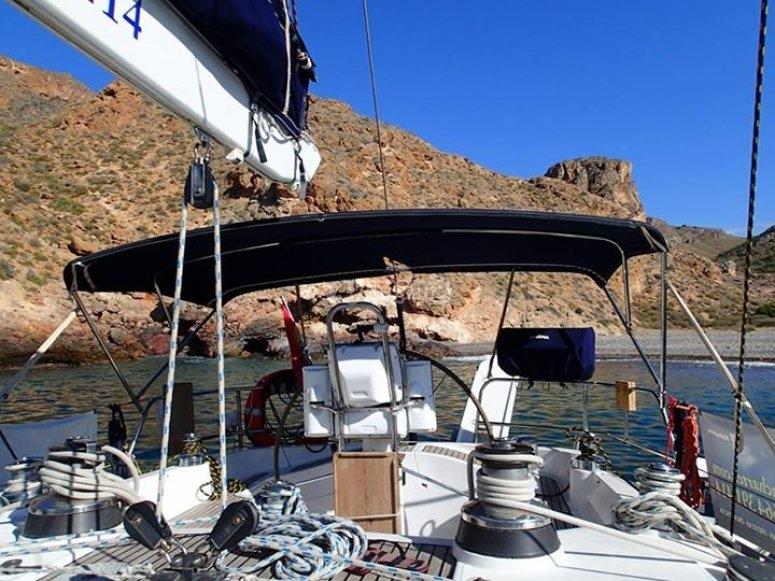 在-92-甲板上的帆船