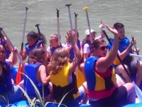 Compartiendo balsa de rafting