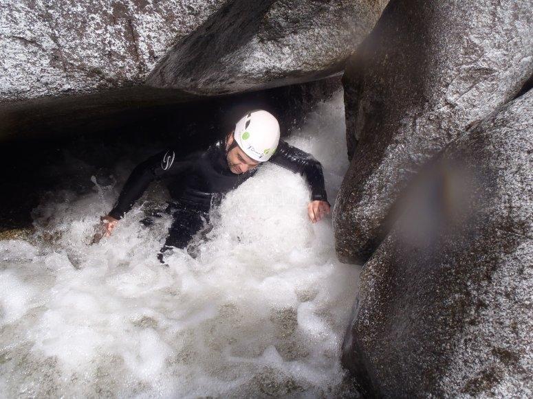 狭窄的水道