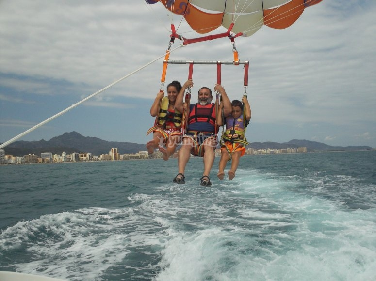 Volare in parasailing