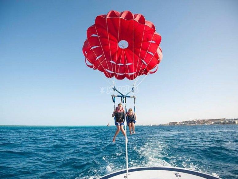 Emozionante giornata di parasailing