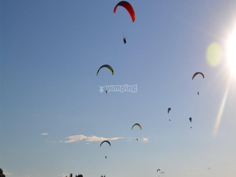 Godersi il parasailing dall'alto