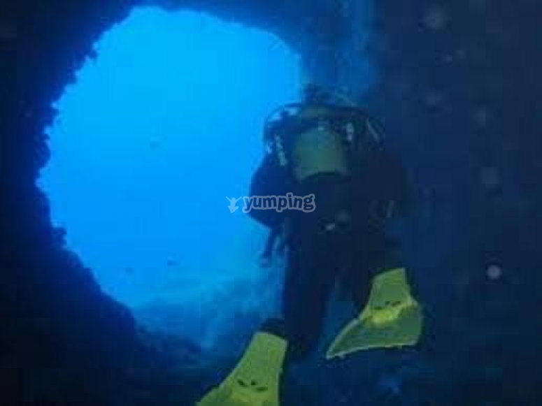 在ibiza -999潜水探险 - 在cala portinatx潜水