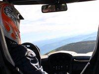 Conduciendo el buggy en la ruta
