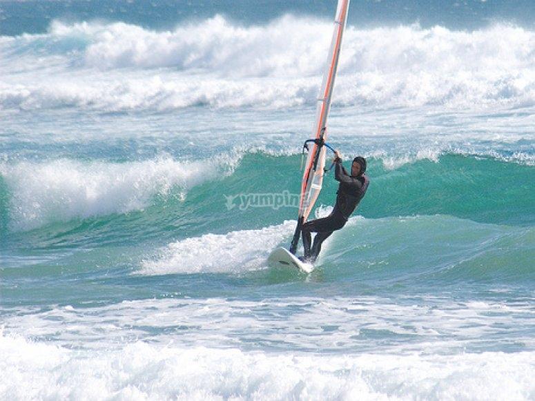 disfrutando del windsurf