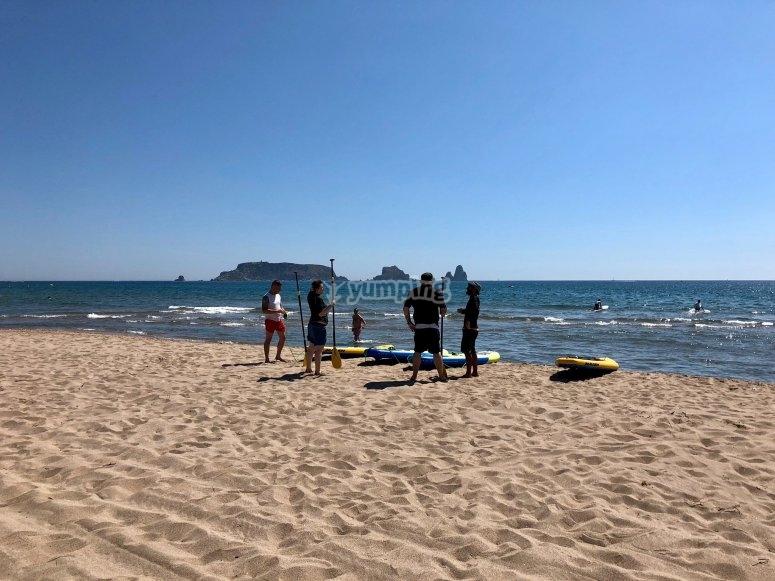 梅德斯群岛(带冲浪板)