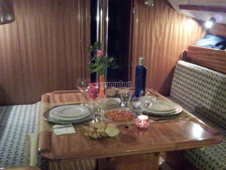 Interior con salón comedor