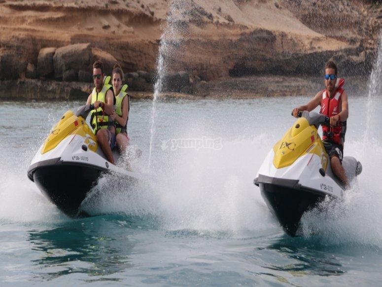 Motos de agua a gran velocidad