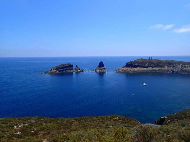 满足船舶Vista的海岛风景照片