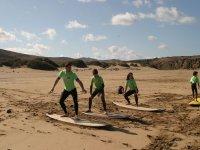 Antes de surfear en el agua hay que hacerlo en la arena.